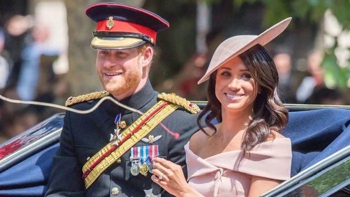 Princ Harry a Meghan si dali horúci bozk na verejnosti ,meghan markle a harry láskyplné dokazy