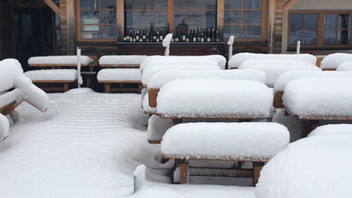 V ďalšej oblasti napadlo až do 35 cm snehu. SEM prišla predčasne zima!