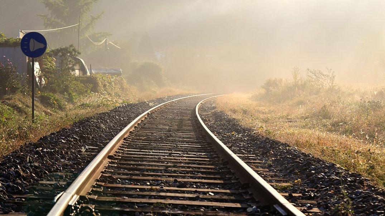 Na západnom Slovensku zrazil vlak 17-ročného mladíka: Fatálna chyba, ktorá ho stála život