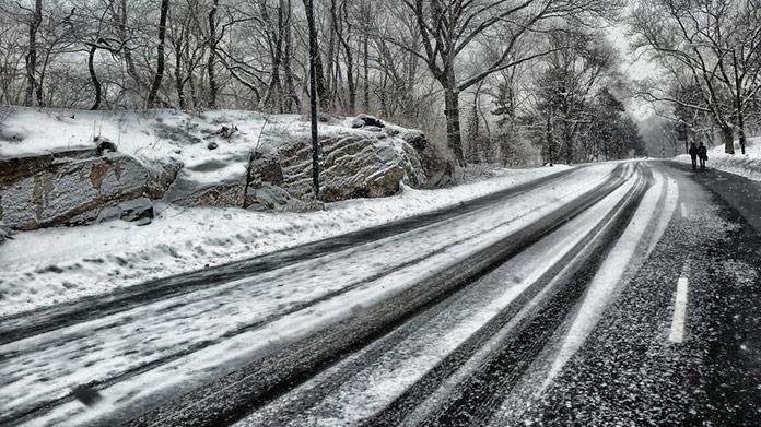 Meteorológovia upozorňujú pred snehovými závejmi. Tu bude situácia najhoršia!