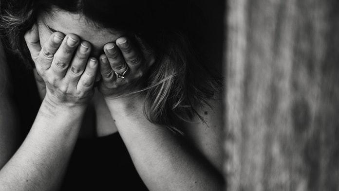 Ženu týral tri roky manžel: Nenápadným spôsobom zavolala políciu, muž chcel vyskočiť z okna