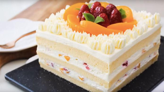 Fantastický vanilkovo-šľahačkový koláč s ovocím