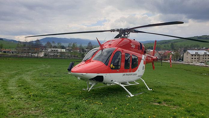 Muža zasiahlo padajúce rameno žeriava: Na miesto letel záchranársky vrtuľník