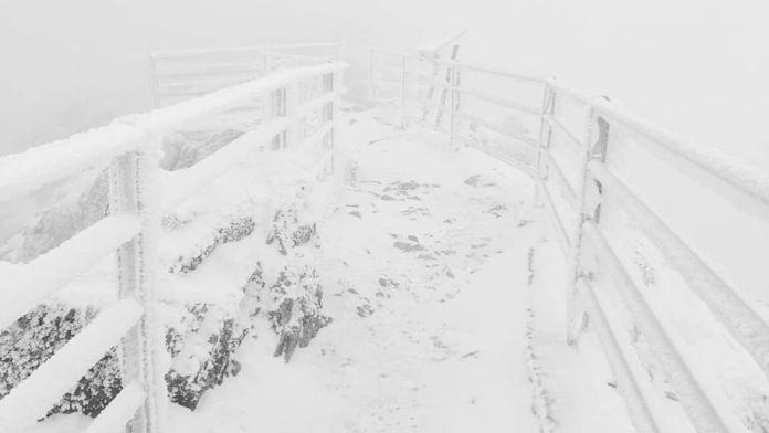 AKTUÁLNE! Lomnický štít pokryl sneh: TIETO zábery si určite nenechajte ujsť