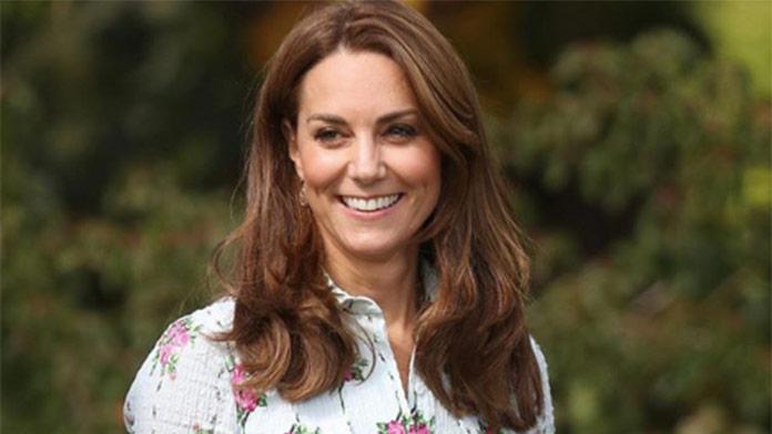 Kate zažiarila v nádherných šatách: Tento jeden fakt je neprehliadnuteľný