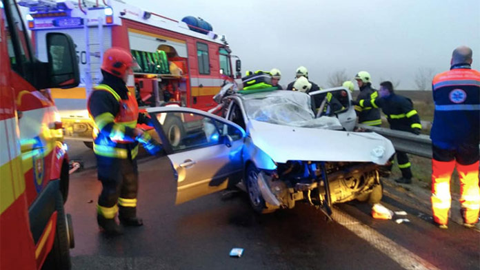 Tragická nehoda na R1: Jedna osoba neprežila, ďalšie sú zranené