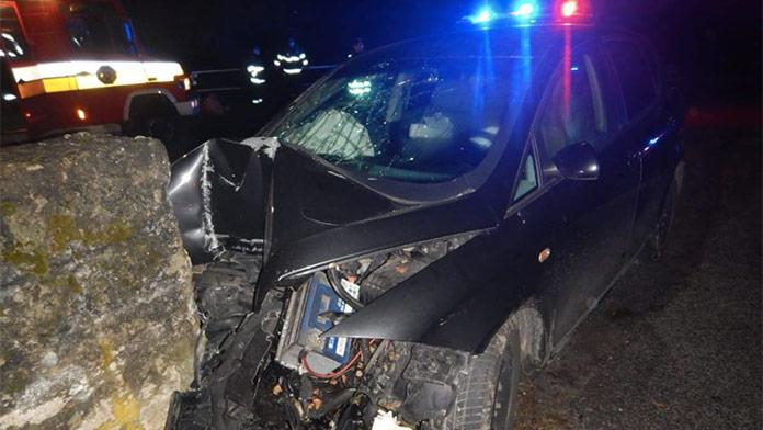 Tragická nehoda na strednom Slovensku: Zomrel mladý spolujazdec, vodič sa zranil vážne