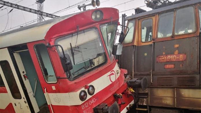 V Košiciach sa zrazili dva vlaky: Na mieste boli aj zranené osoby