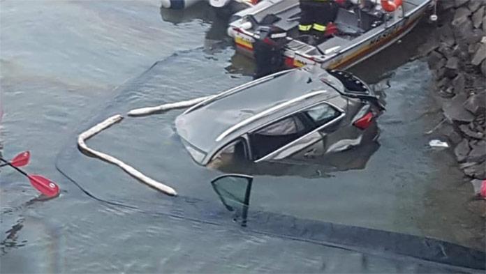 Z mosta spadlo do Oravskej priehrady auto: Vodič neprežil