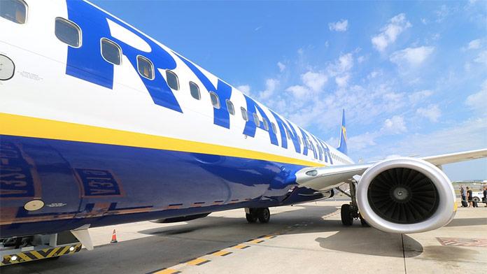 Na TROCH lietadlách Boeing 737 spoločnosti Ryanair našli trhliny na trupe