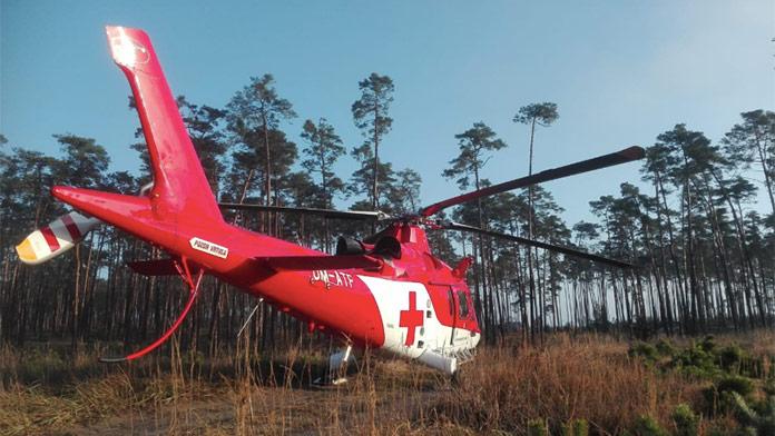 Vážna nehoda na západnom Slovensku: Vodič narazil do stromu, zasahoval vrtuľník